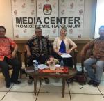 From left: Philips Vermonte, Arief Budiman, Leena Rikkila Tamang and Kholilullah Pasaribu of Perludem at the KPU Media Centre, 9 December 2017. Photo credit: International IDEA.